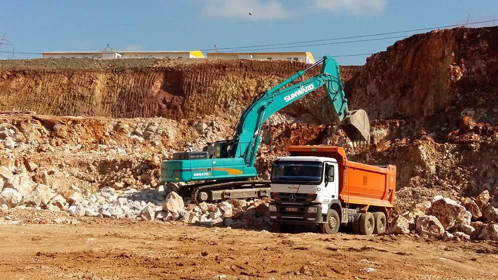 Excavator sunward la lucru SWE40